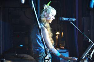 Lovin' The 90s - Keyboardist Emma